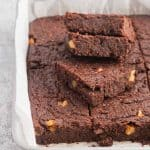 Extra Fudgy Flourless Brownies with walnuts and a decadent chocolate flavor made from scratch. | nashifood.com