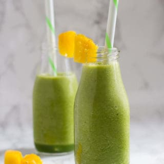 This Healthy Green Tea Smoothie is rich in antioxidants and vitamin C without added sugars that will light up your mornings. | nashifood.com