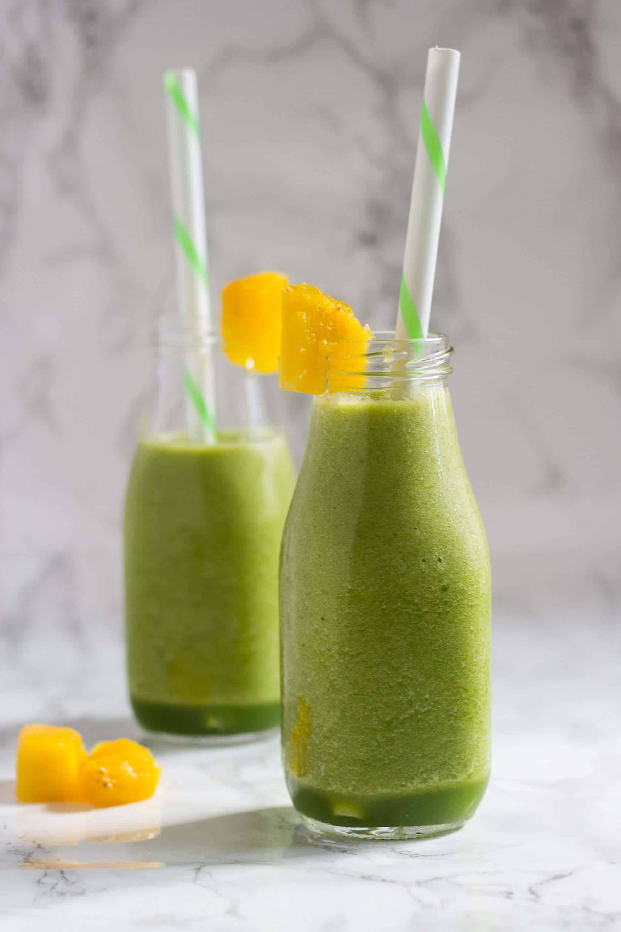 This Healthy Green Tea Smoothie is rich in antioxidants and vitamin C without added sugars that will light up your mornings.   nashifood.com